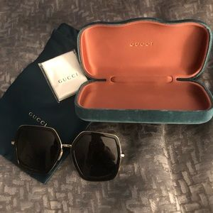 Gucci oversize sunglasses full package! Black/gold
